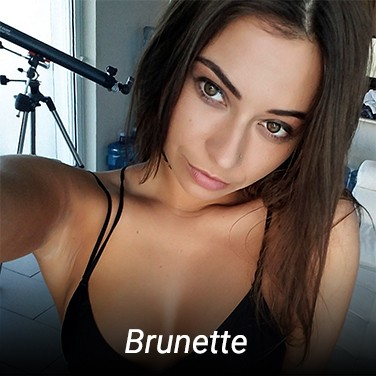 Amateur Brunette Scenes
